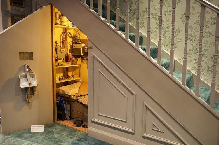 hp階段下部屋